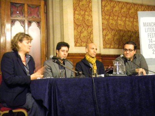 """من اليمين: علاء حليحل، عبد القادر بن علي، ياسين عدنان وكلير آرمستيد، المحررة الثقافية في """"الغارديان"""""""