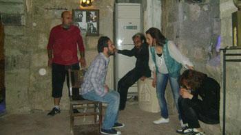 """مشهد من """"العاجزون"""" بصيغتها السورية"""