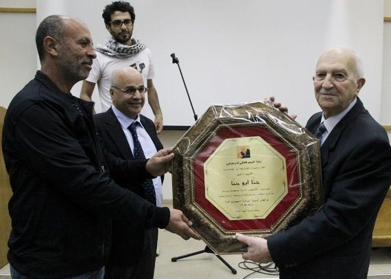حنا أبو حنا يُكرّم من مخلص برغال ومحمود محارب