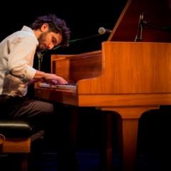 فرج سليمان يحمل البيانو إلى إيطاليا ومن ثم إلى مدينة الفنون الباريسيّة