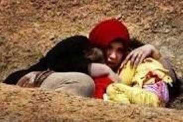الصورة لأمّ أيزيدية على جبل سنجار في شمال العراق