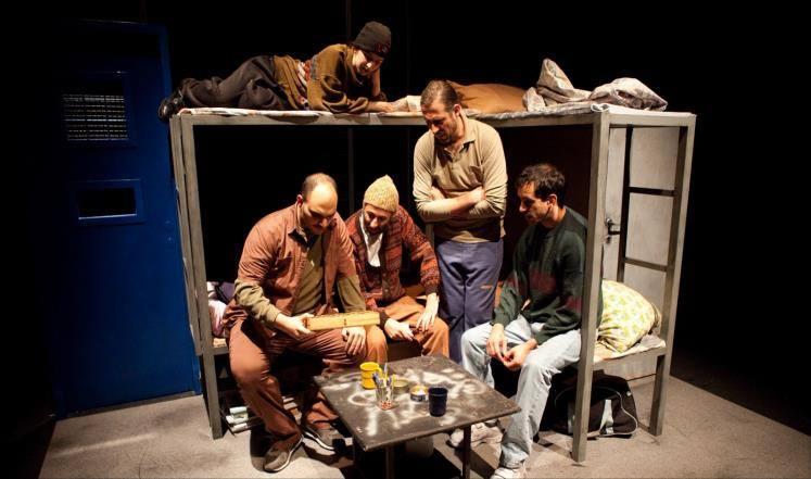 """مشهد من مسرحية """"الزمن الموازي""""، إخراج بشار مرقص وإنتاج مسرح الميدان."""