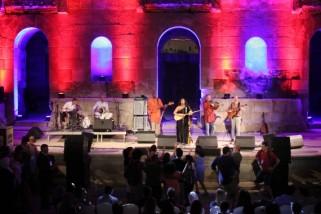 موسيقى البلد، عن مهرجان وملجأ آمن/ رشا حلوة
