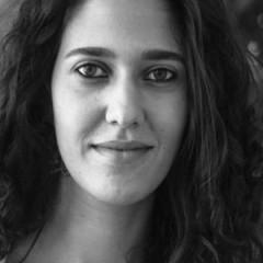 """أسماء عزايزة تصدر """"كما ولدتني اللدّية"""": حياتي هنا أوسع منطقة للمادة الشعريّة/ رشا حلوة"""