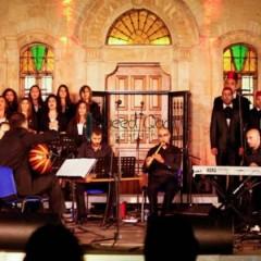 """في عرض موسيقيّ لأعمال كلاسيكية: """"جوقة سراج تسترق يومًا من إذاعات فلسطين""""/ أسماء عزايزة"""
