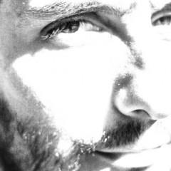 """فرج سليمان يقدّم """"وحل"""" في حيفا؛ عرض موسيقي بصريّ يصف ليلة في الوطن العربي، تلخص أزماته وتحطّم أحلامه"""