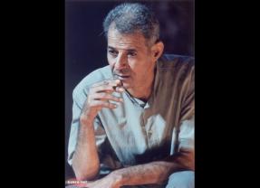 رحيل الفنان المسرحيّ الفلسطينيّ رياض مصاروة