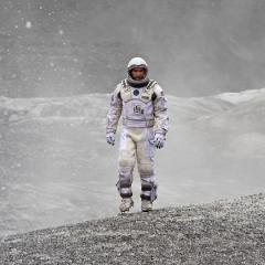 """""""بين النجوم"""" لكريستوفر نولان: استهلال لنمط جديد من سينما الخيال العلمي!"""