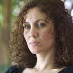 """بكاء وضحك: لقاء خاص مع مها حاج، مخرجة """"أمور شخصيّة"""""""