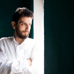"""""""حبّ بلا قصّة""""، عرض موسيقيّ جديد لفرج سليمان في حيفا"""