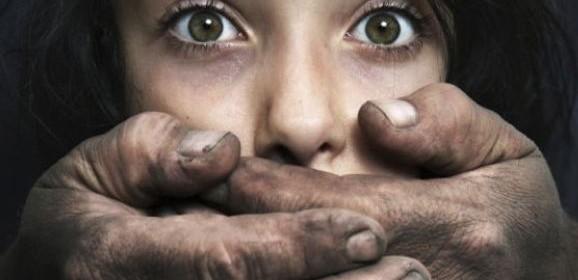 صوت الموت: شهادة امرأة اُعتدي على طفولتها