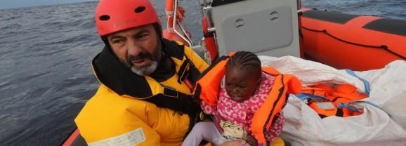 """ضمن جولة طاقم إنقاذ اللاجئين البحريّ الإسبانيّ: عرض فيلم """"توكيما"""" ومعرضان فوتوغرافيّان"""