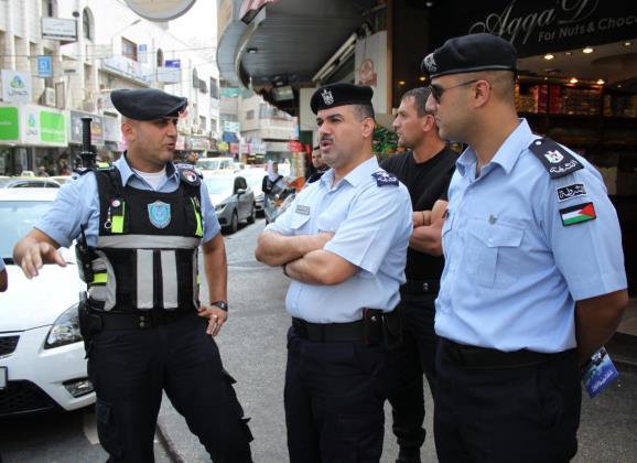 """عناصر من الشرطة الفلسطينية في رام الله. """"هيئة أمر"""" جديدة؟"""